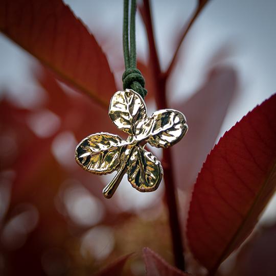 Gioielli artigianali da foglie vere e i loro significati