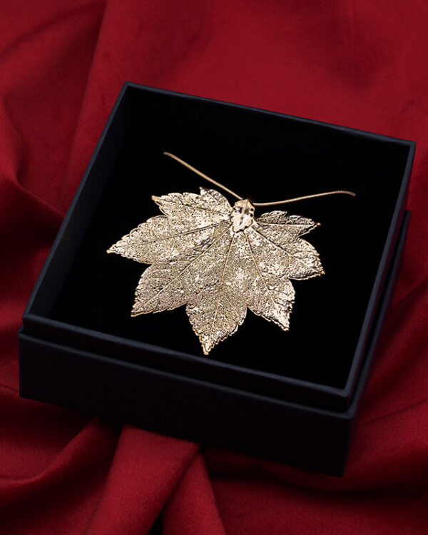 ciondolo foglia acero full moon oro rosa luxury box