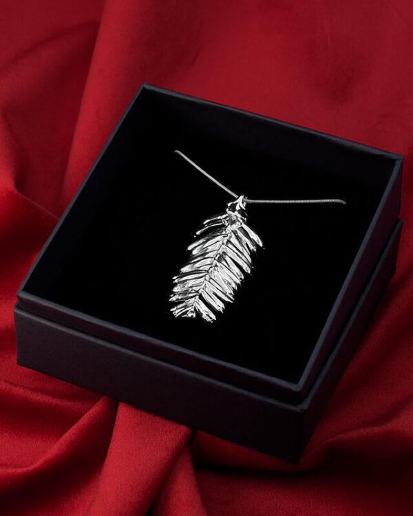 ciondolo foglia di abete argento luxury box